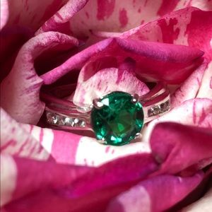 Jewelry - 14kt White Gold Emerald  real diamond accents